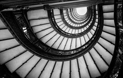 Vue d'angle faible d'escalier en spirale, Chicago, cuisinier County, Illino Photos stock