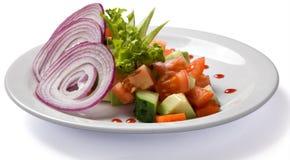 Salade végétale servie du plat blanc Photos libres de droits