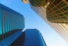 Vue d'angle faible de gratte-ciel de beauté Photos stock