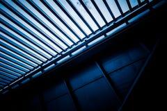 Vue d'angle faible de plafond moderne Image stock