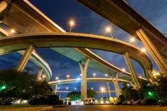Vue d'angle d'Uprisen d'autoroute urbaine Photo stock
