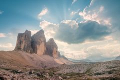 Vue d'arête de montagne de Tre Cime di Lavaredo, le Tirol du sud, Alpes d'Italien de dolomites photos stock