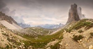 Vue d'ar?te de montagne de Tre Cime di Lavaredo, le Tirol du sud, Alpes d'Italien de dolomites photographie stock