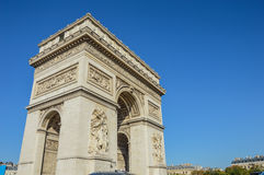 Vue d'Arc de Triomphe dans la lumière de matin Photographie stock