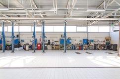 Vue d'atelier de réparations d'automobile Photographie stock