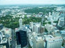 Vue d'Auckland, Nouvelle-Zélande de la plate-forme de ciel de la tour de ciel Images libres de droits