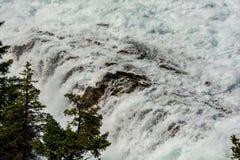 Vue d'automne d'arc et de rivière d'arc Photographie stock libre de droits