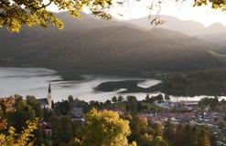 Vue d'automne au-dessus de lac Schilersee Photos libres de droits