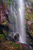 Vue d'automne de la cascade d'Augacaida Image stock