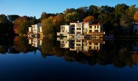 Vue d'automne de lac Anne dans Reston, Virginiazz Photos stock
