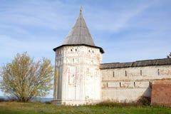 Vue d'automne des murs et des tours du monastère de Goritsky Pereslavl-Zalessky Russie Images stock