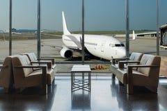 Vue d'avion de salon d'aéroport dans le terminal d'aéroport Image stock