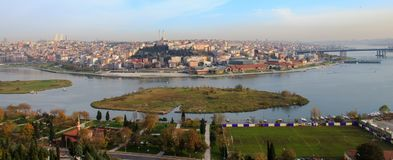 Vue d'or de Halic de klaxon d'Istanbul Photos stock