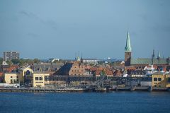 Vue d'Elseneur ou d'Elsinore de détroit d'Oresund au Danemark Photos libres de droits