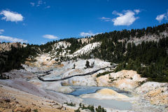Vue d'enfer de Bumpass en parc national de Lassen Image stock