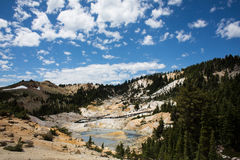 Vue d'enfer de Bumpass en parc national de Lassen Images stock