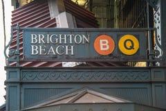 Vue d'enseigne de Brighton Beach de souterrain Concept bien connu de New York-area photographie stock