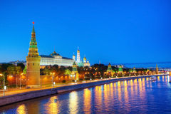 Vue d'ensemble de Moscou du centre à la nuit Image stock