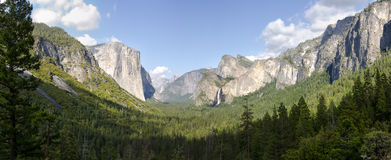 Vue d'ensemble de stationnement national de Yosemite images libres de droits