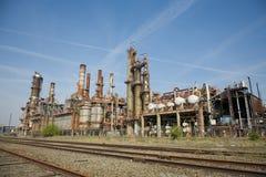 Vue d'ensemble de vieille usine chimique images libres de droits