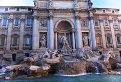 Vue d'ensemble Rome Italie de fontaine de TREVI images libres de droits