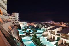 Vue d'hôtel de nuit photographie stock libre de droits