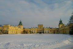 Vue d'hiver de musée de palais du Roi Jan III'S dans la neige Wilanow Images libres de droits