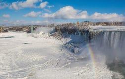 Vue d'hiver des chutes du Niagara image libre de droits