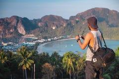 Vue d'homme de voyage voyant du point de vue Images stock