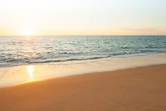 Vue d'horizon avec le soleil se couchant photographie stock libre de droits