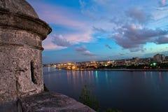 Vue d'horizon de La Havane au coucher du soleil de photo stock
