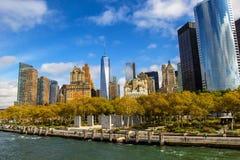 Vue d'horizon de Lower Manhattan de ferry New York City image libre de droits