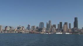 Vue d'horizon de Seattle d'un ferry banque de vidéos