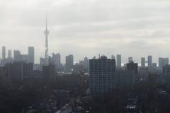 Vue d'horizon de Toronto de la chute de neige de Loma de maison Image stock
