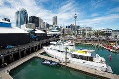 Vue d'horizon de ville d'Auckland des ports d'Auckland photographie stock libre de droits