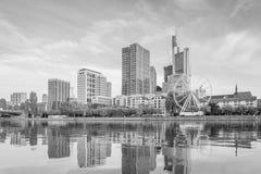 Vue d'horizon de ville de Francfort image stock