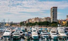 Vue d'horizon et de port maritime d'Alicante Photos stock