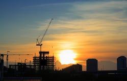 Vue d'horizontal de chantier de construction en soirée Photo libre de droits