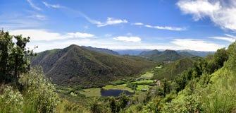 Vue d'horizontal de lac de Ganna photographie stock