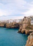 Vue d'horizontal de Polignano. Apulia. Images stock