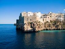 Vue d'horizontal de Polignano. Apulia. photographie stock