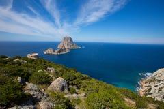 Vue d'Ibiza es Vedra de tour de DES Savinar de Torre Photographie stock