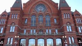 Vue d'inclinaison- de Hall Front Entrance de musique de Cincinnati banque de vidéos