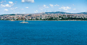 Vue d'Istanbul à travers le Bosphorus Photographie stock libre de droits