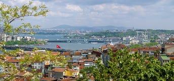 Vue d'Istanbul et d'estuaire d'or de klaxon, Turquie Photo stock