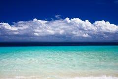 Vue d'océan de la île de vacances image libre de droits