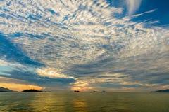Vue d'océan de lever de soleil Nha Trang Vietnam Photos stock