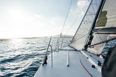 Vue d'océan ou de mer de plate-forme de voilier Photos stock