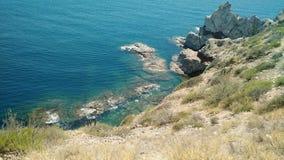 Vue d'océan sur une montagne image libre de droits