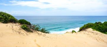Vue d'océan tropicale en littoral de la Mozambique Photos stock